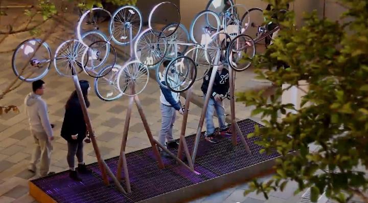 Восхитительный стенд с велосипедным декором The Nebula