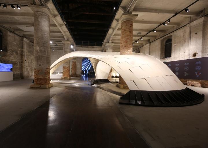 Необычная инсталляция длиной 16 метров