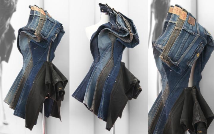 Необычная инсталляция из джинсов разных цветов