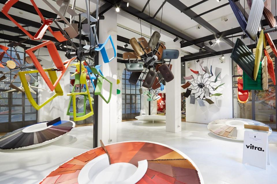Необычное оформление выставки: презентация тканей и цветов