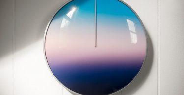 Часы, показывающие время года от Scott Thrift
