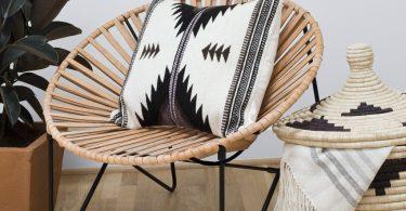 Необычный дизайн стульев из кожи и стали