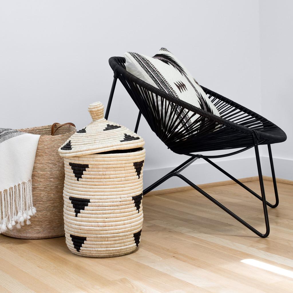 Необычный дизайн стульев: модель чёрного цвета
