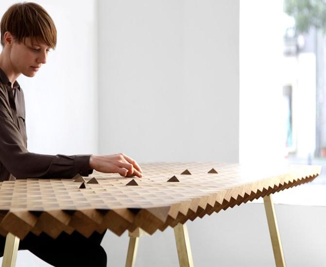 Необычный дизайнерский стол для вашего дома: идея повторений