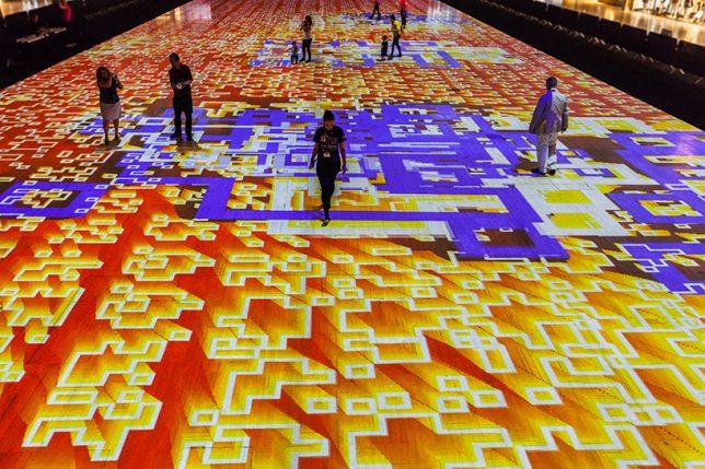 Яркий калейдоскоп на полу - Фото 4