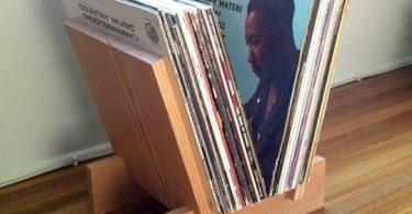 Хранение виниловых дисков – выбираем держатели для пластинок