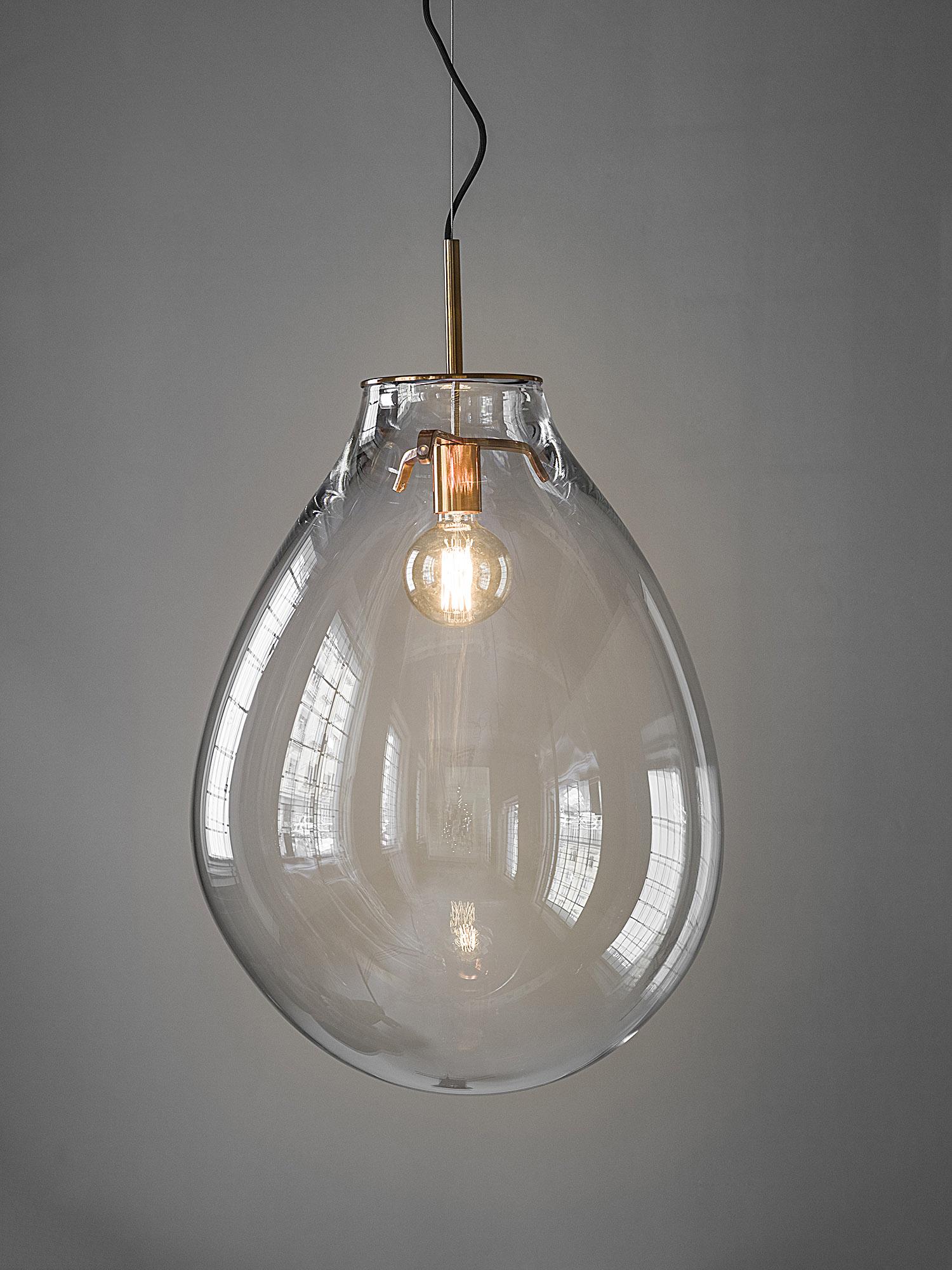 Необычные подвесные светильники из стекла