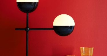 Необычные подвесные светильники сферической формы от известной дизайнерской студии Atelier de Troupe
