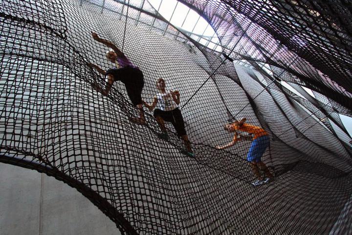 Сеть-паутина, образующая ходы в галерее Net Linz