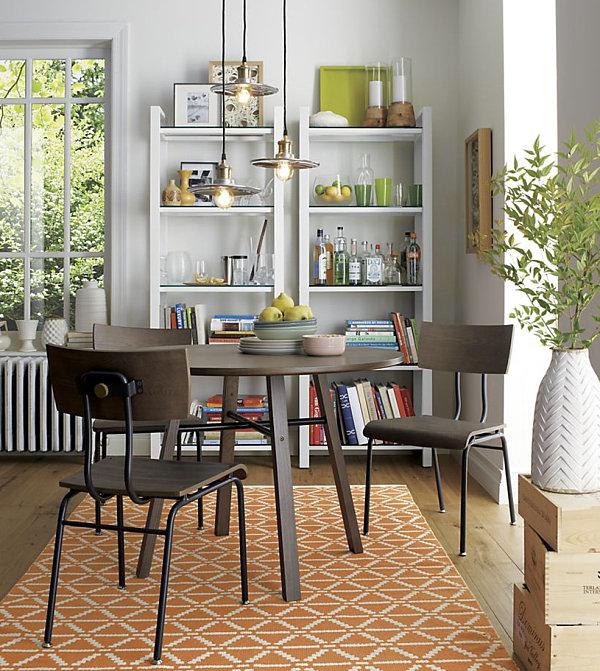 Ковёр с геометрическим узором в столовой