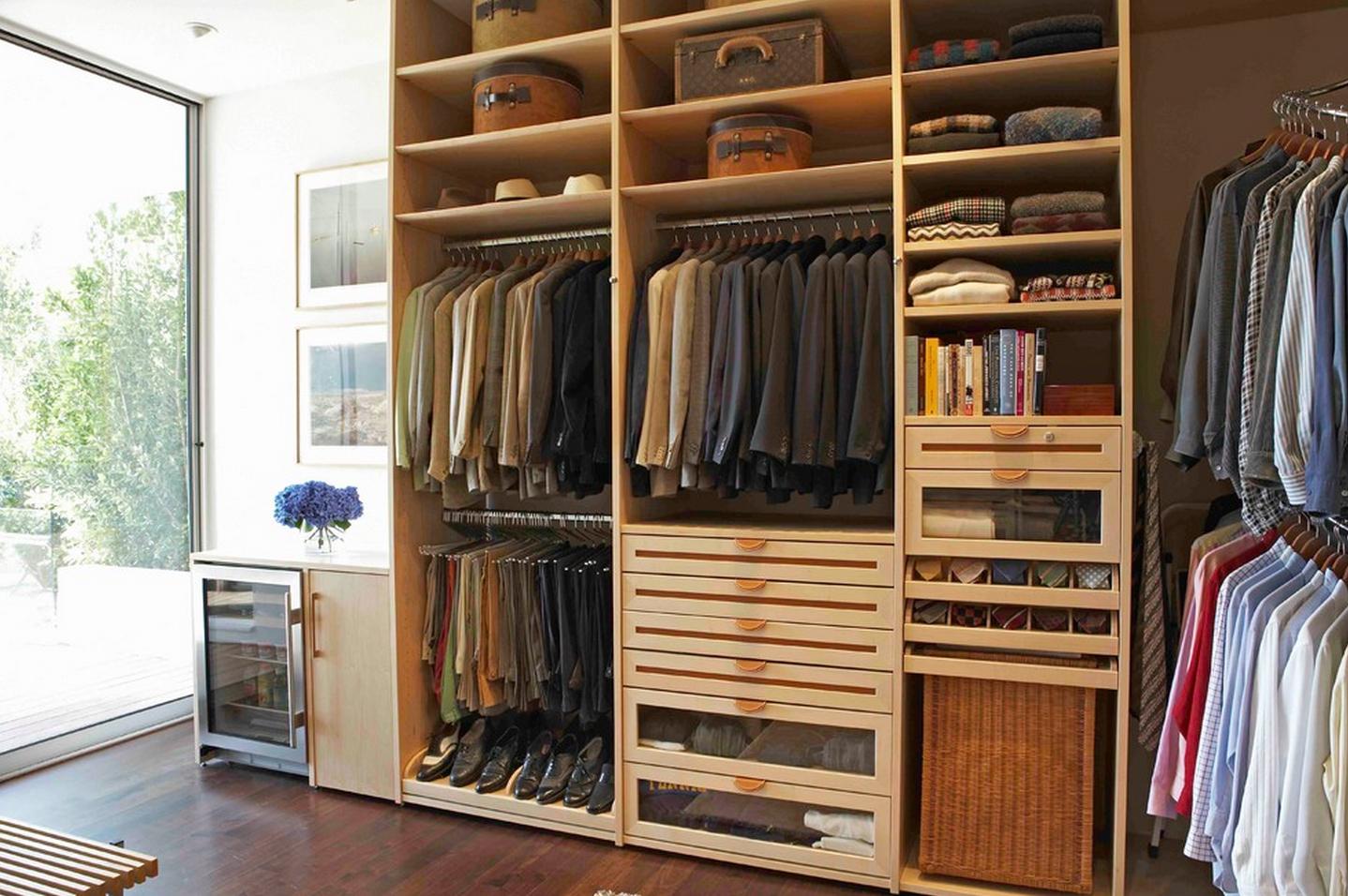 Открытый встроенный гардероб
