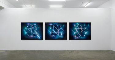 Джеймс Низам: потрясающие эфемерные световые скульптуры сложной геометрии