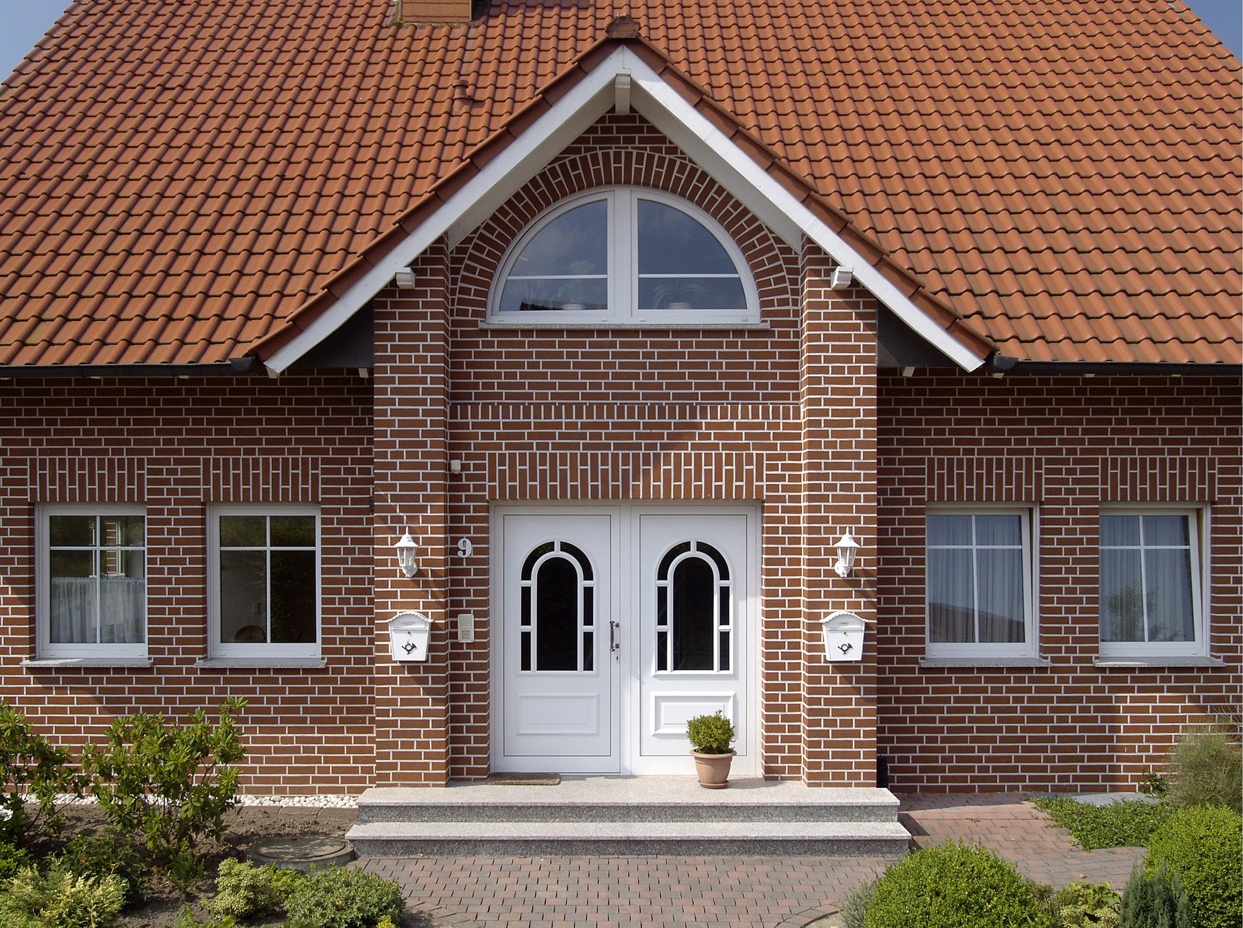 Отделка фасада кирпичом: виды материалов и кладки 34 фото домов