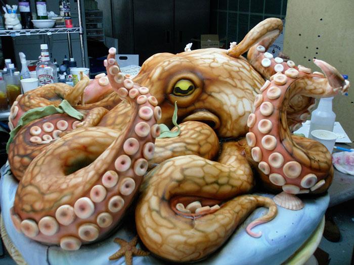 Столик в виде осьминога