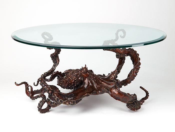 Журнальный столик с ножкой в виде осьминога