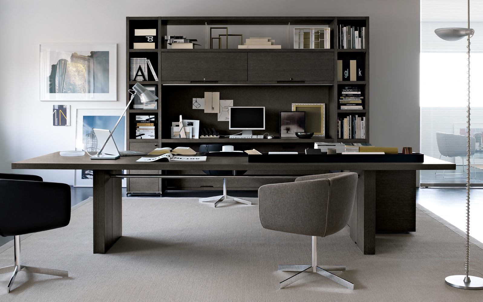 Шикарная офисная мебель в интерьере