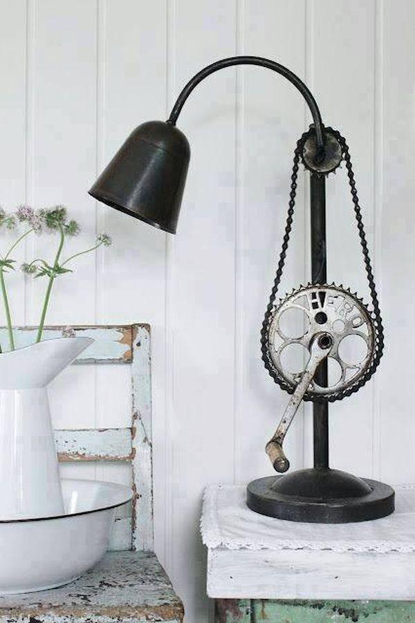 Креативный светильник в интерьере