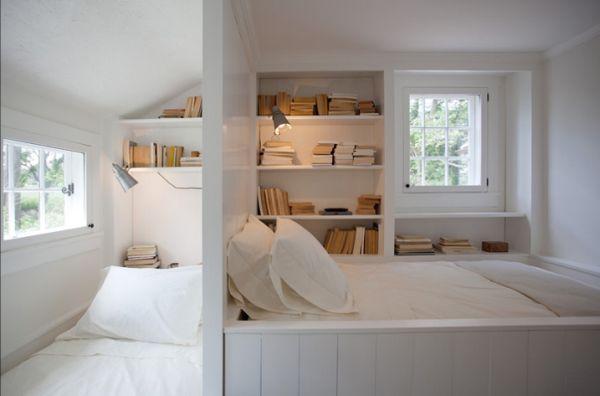Полки для хранения книг в спальне