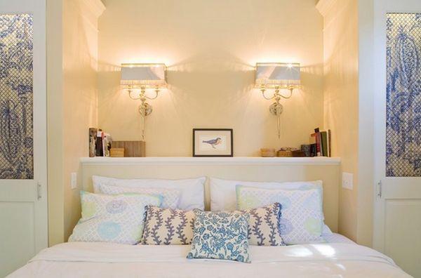 Настенные светильники в интерьере спальной комнаты