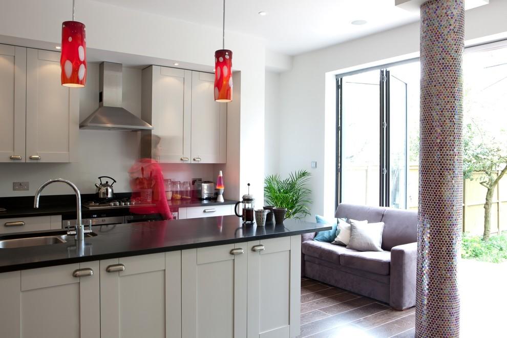 Кухонная зона от Amanda Neilson Interiors