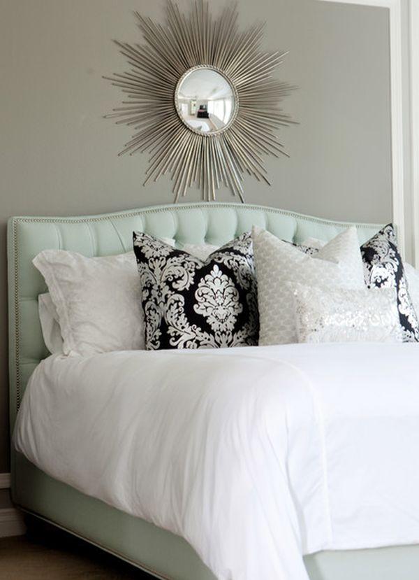 Красивые зеркала в интерьере спальной комнаты