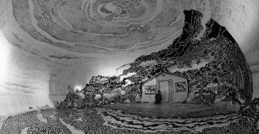 Интерактивная инсталляция Оскара Оивы: сферический чёрно-белый рисунок прибрежного пейзажа
