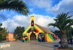 Фрески на фасаде забытой церкви: 11 миражей к свободе от уличного художника Окуды Сан-Мигеля