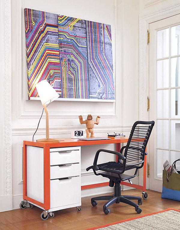 Оранжевый офисный стол