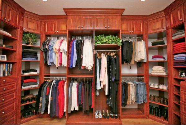 Большой шкаф для вещей