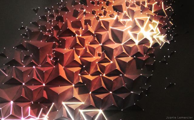 Красивая световая инсталляция из оригами