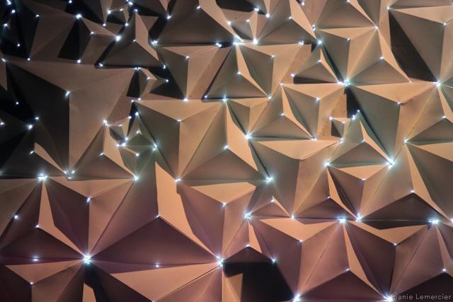 Необычная световая инсталляция из оригами