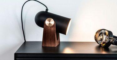 Оригинальная лампа от Маркуса Йохансена на столе