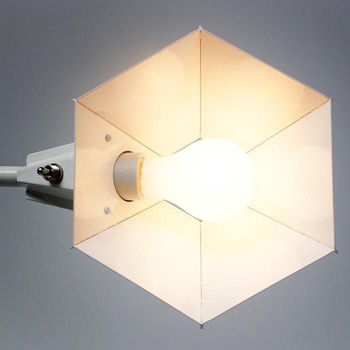 Оригинальная настольная лампа: внутренняя бежевая сторона