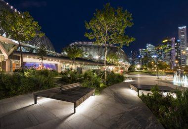 Многомерное оригинальное освещение в сингапурской Marina Bay