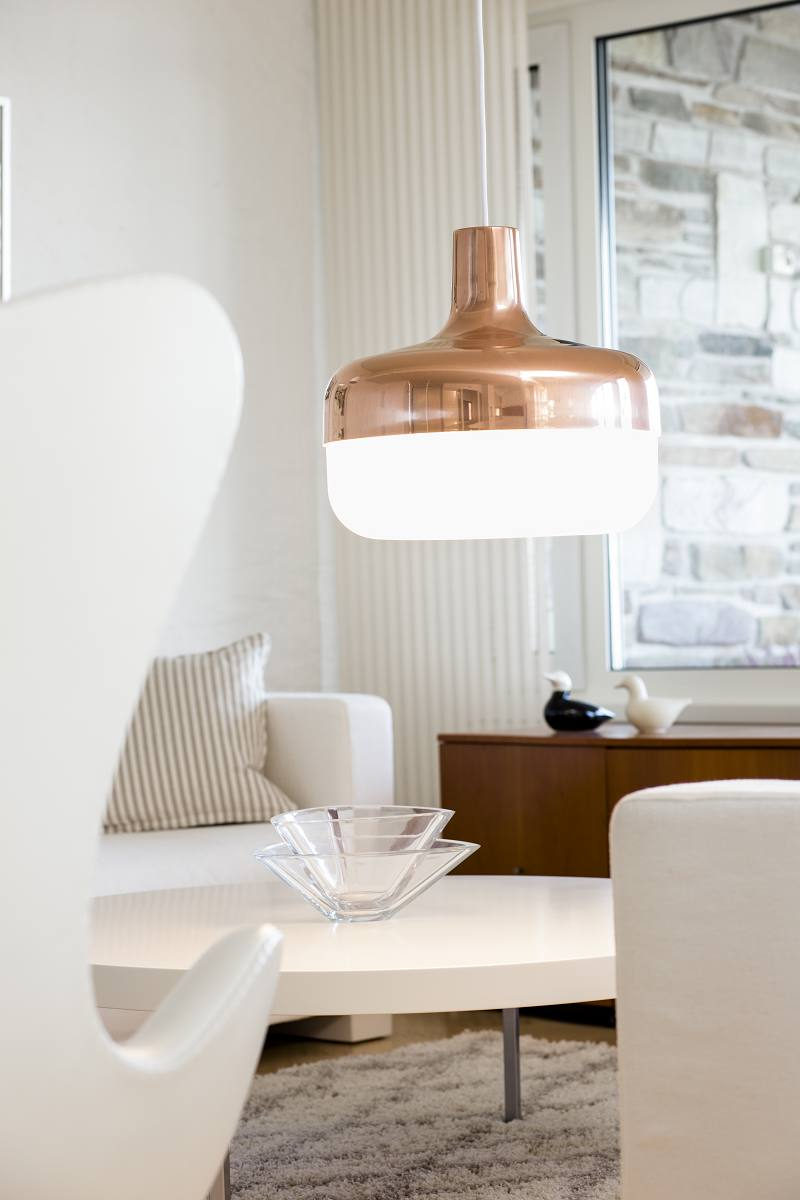 Оригинальное освещение в интерьере гостиной