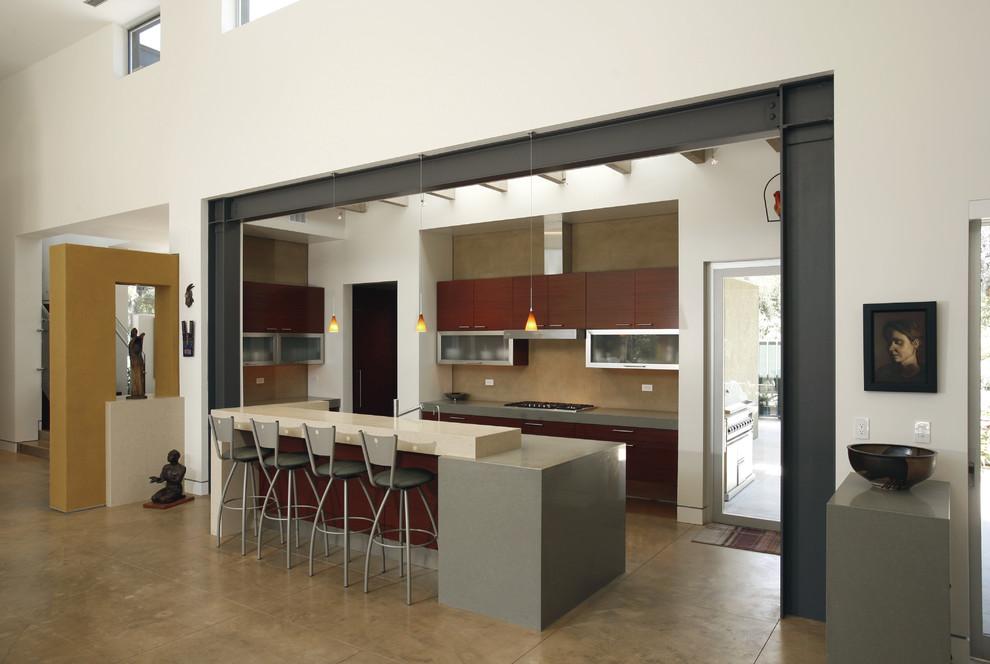 Оригинальный дизайн интерьера совмещённой кухни  с гостиной
