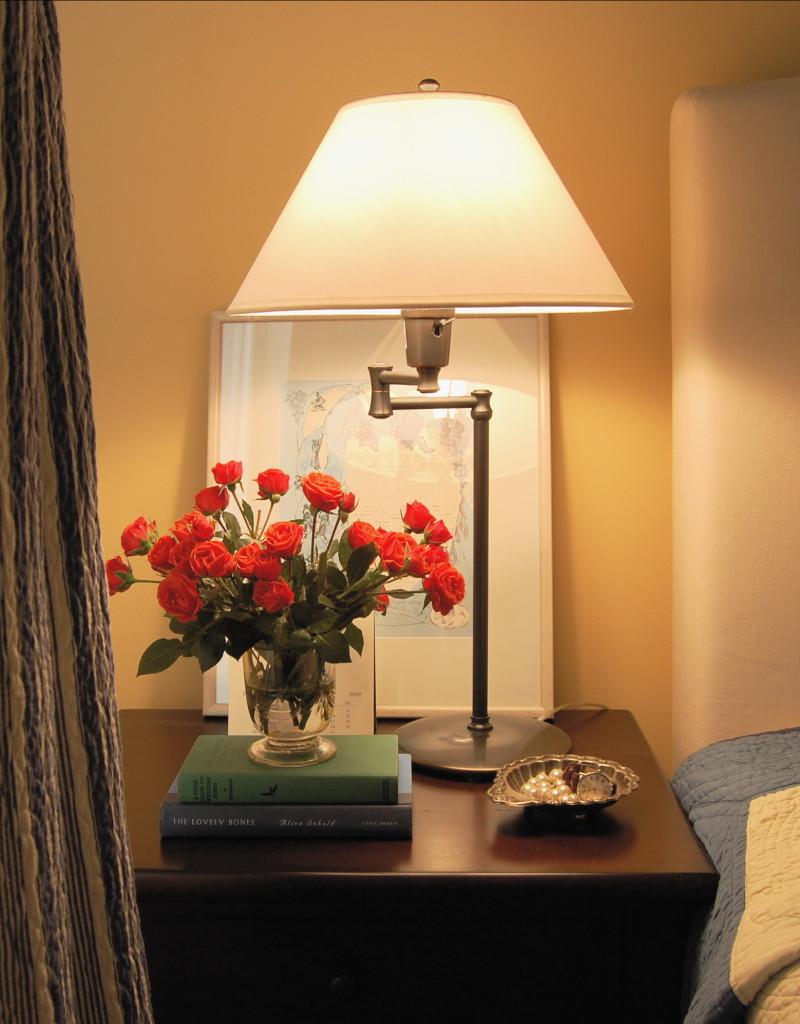 Красивые цветы в интерьере помещения