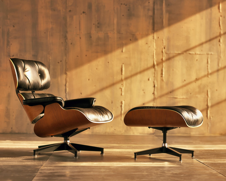 Откидное кресло, фото работы супругов Eames