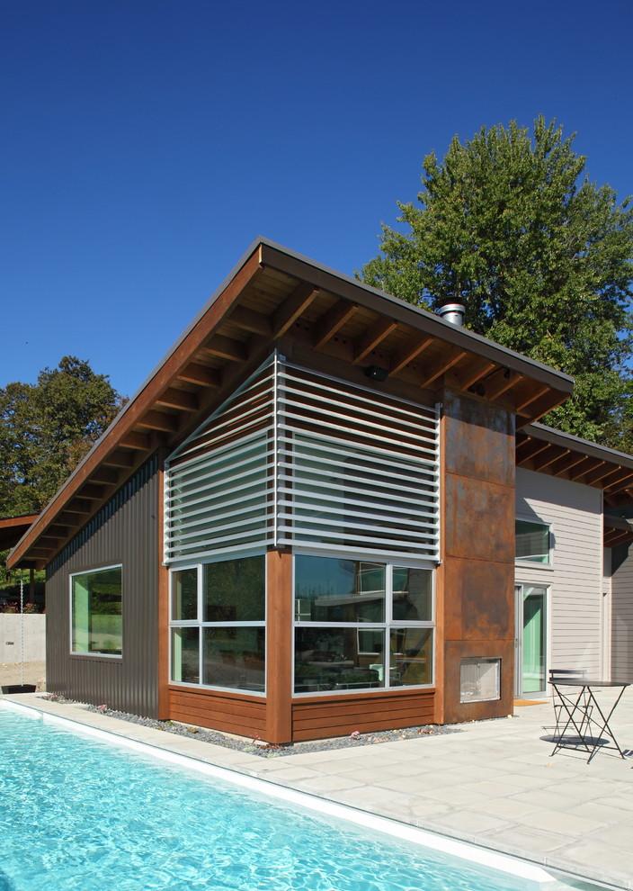 Экстерьер современного дома с деревянной крешей