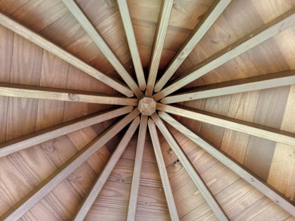 Оформление конического потолка деревянными балками