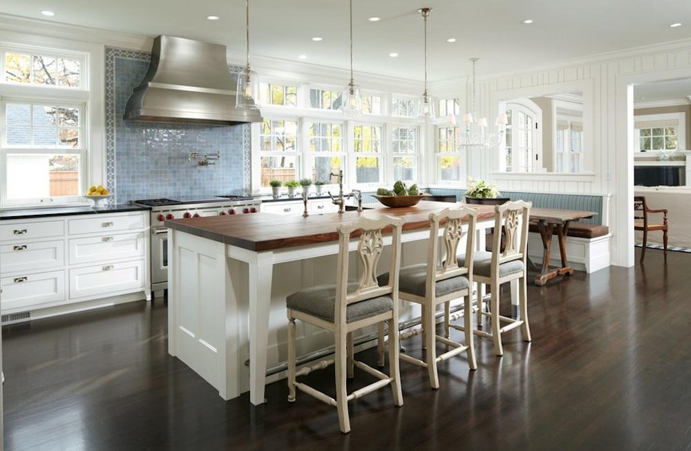 Современная столовая, совмещенная с кухней