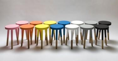 Оригинальные разноцветные стулья