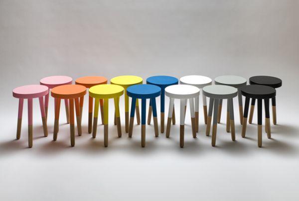 Деревянные стулья ярких цветов