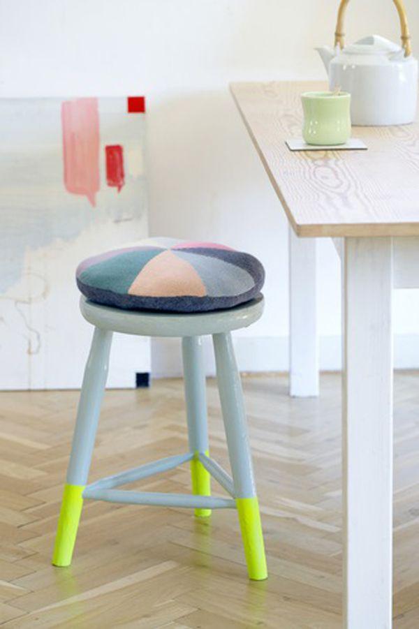 Оригинальный желто-голубой стул