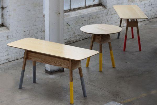 Деревянная мебель с необычно окрашенными ножками