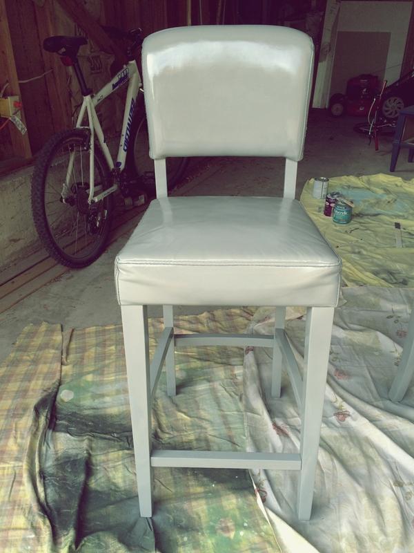 Серый цвет стула