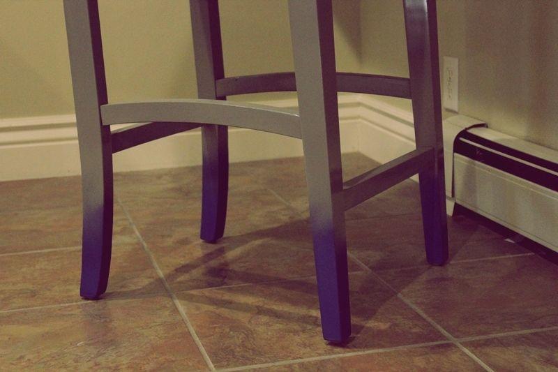 Синие ножки стула