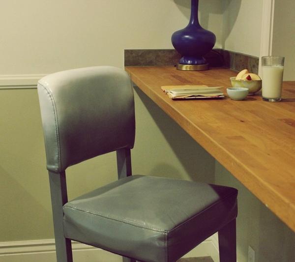Окрашенный стул в интерьере