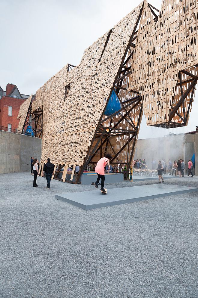 Party Wall by CODA в музее современного искусства PS1
