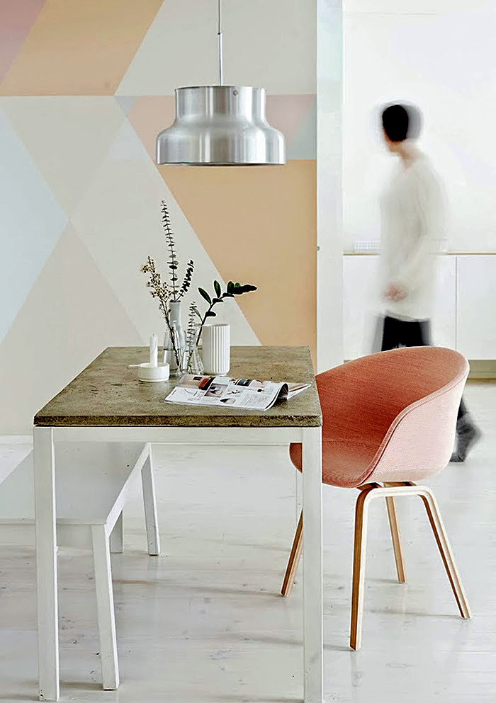 Мраморная поверхность стола в интерьере
